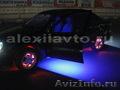 Светодиодная многоцветная подсветка дисков колес.